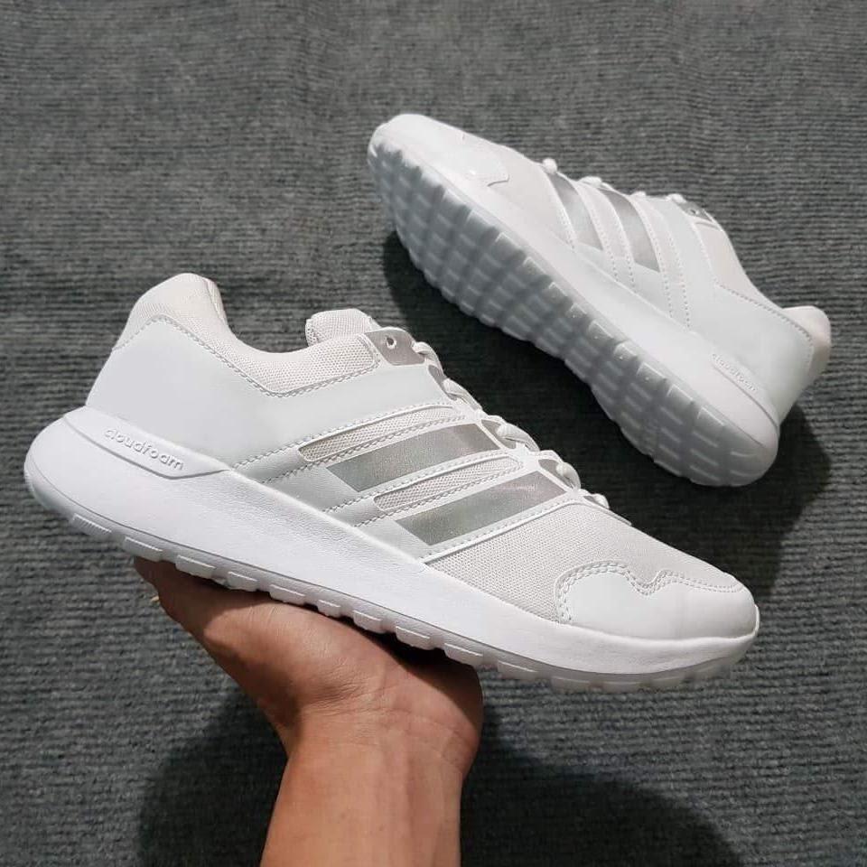 Giày thể thao - quà tặng cho người thích chạy bộ