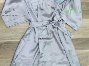 Áo choàng tắm của Doctor G.A. Chất liệu lụa phi bóng