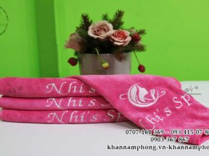 khăn của Nhi's Spa màu hông chất liệu kết hợp Microfiber và Cotton