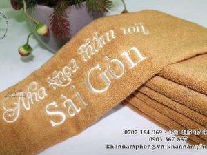 khăn NHa Khoa Thảm Mỹ Sài Gòn màu nâu nhạt chất liệu 100% cotton