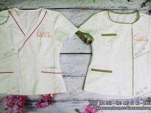 Đồng phục Spa của QML Baby Mommy Care chất liệu cotton, màu trắng - xanh lá - hồng