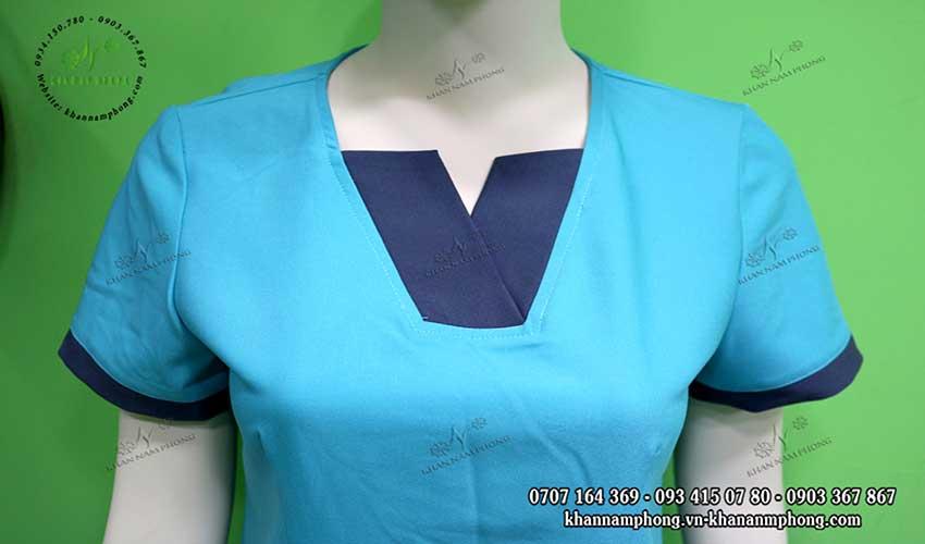 Đồng phục spa cổ V màu xanh dương chất liệu cotton