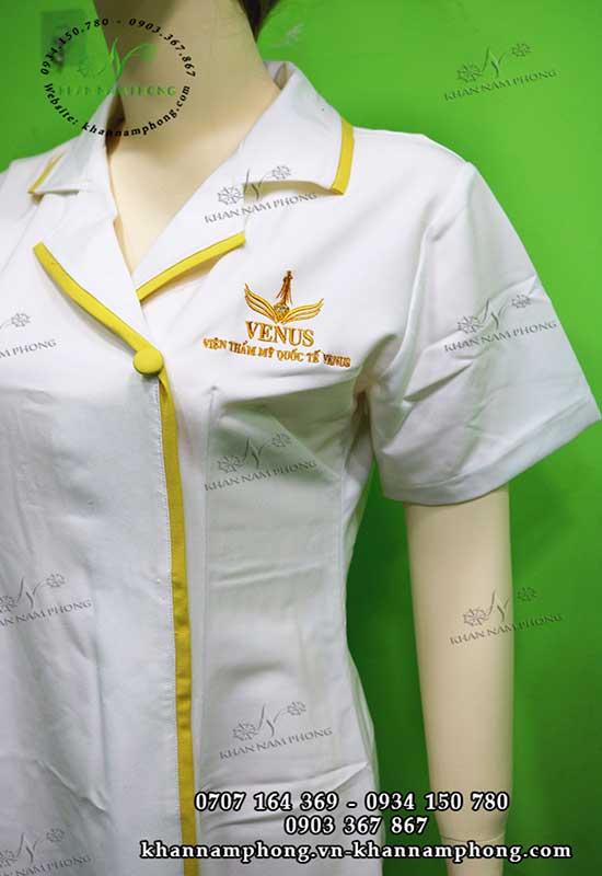 đồng phục spa Venus màu trắng +vàng chất liệu Cotton lạnh