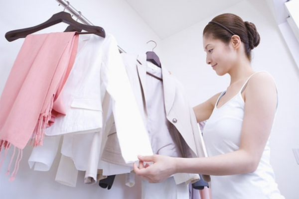 Giặt & bảo quản đồng phục Spa không bị bay màu