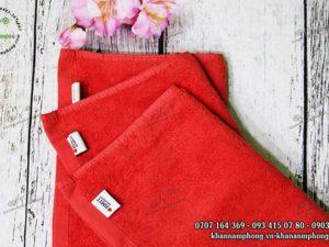 Khăn của Trường đại học Rmit chất liệu cotton màu trắng và đỏ