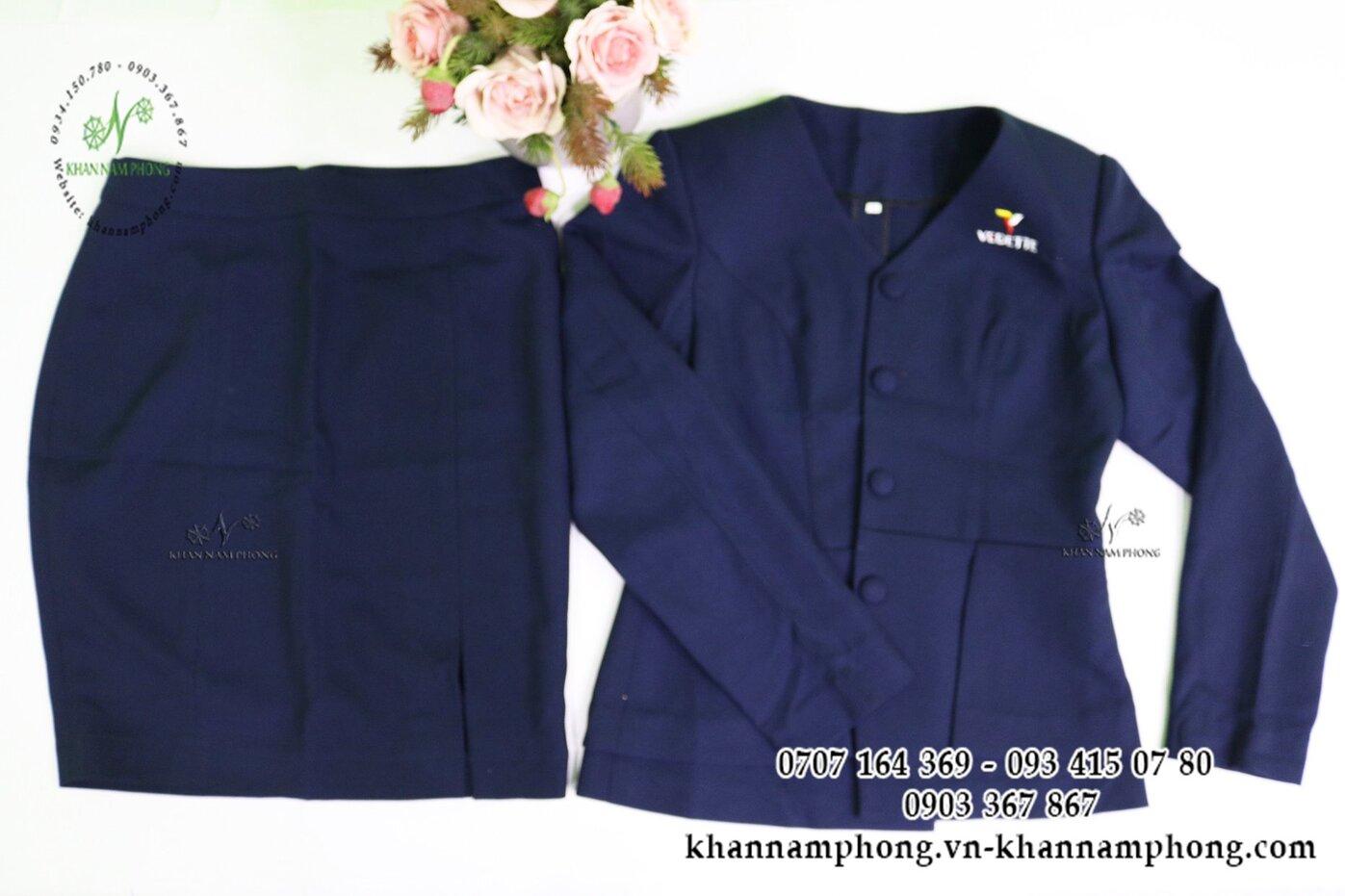 Mẫu đồng phục quản lý Spa kết hợp với váy