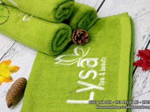 Khăn mặt của Lysa Spa & Beauty màu xanh cốm, chất liệu cotton